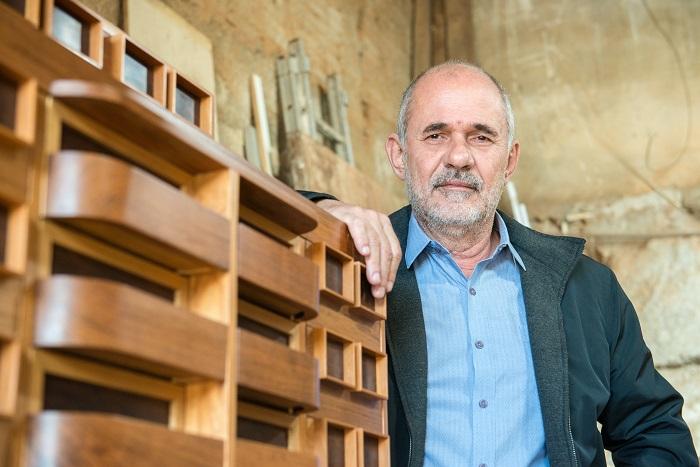 Porfírio Valladares faz crítica a vida nas grandes cidade em mostra