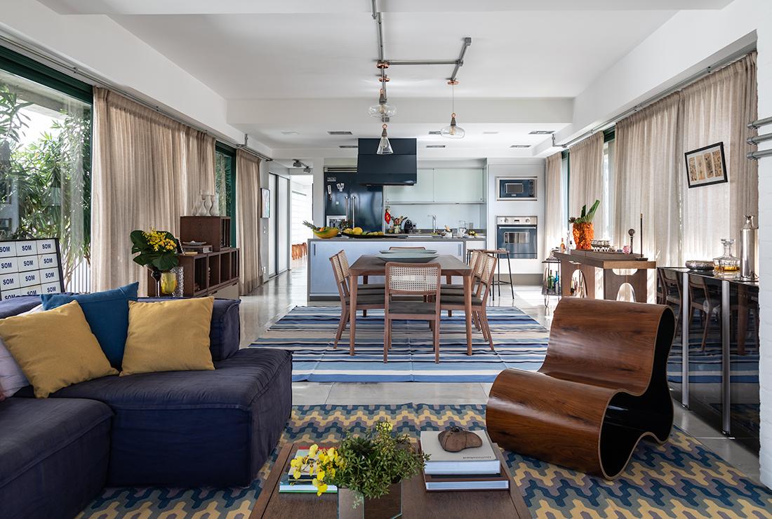 A reforma do apartamento paulistano de uma carioca e de um italiano trouxe o melhor da vida do casal: obras de arte e muitas viagens