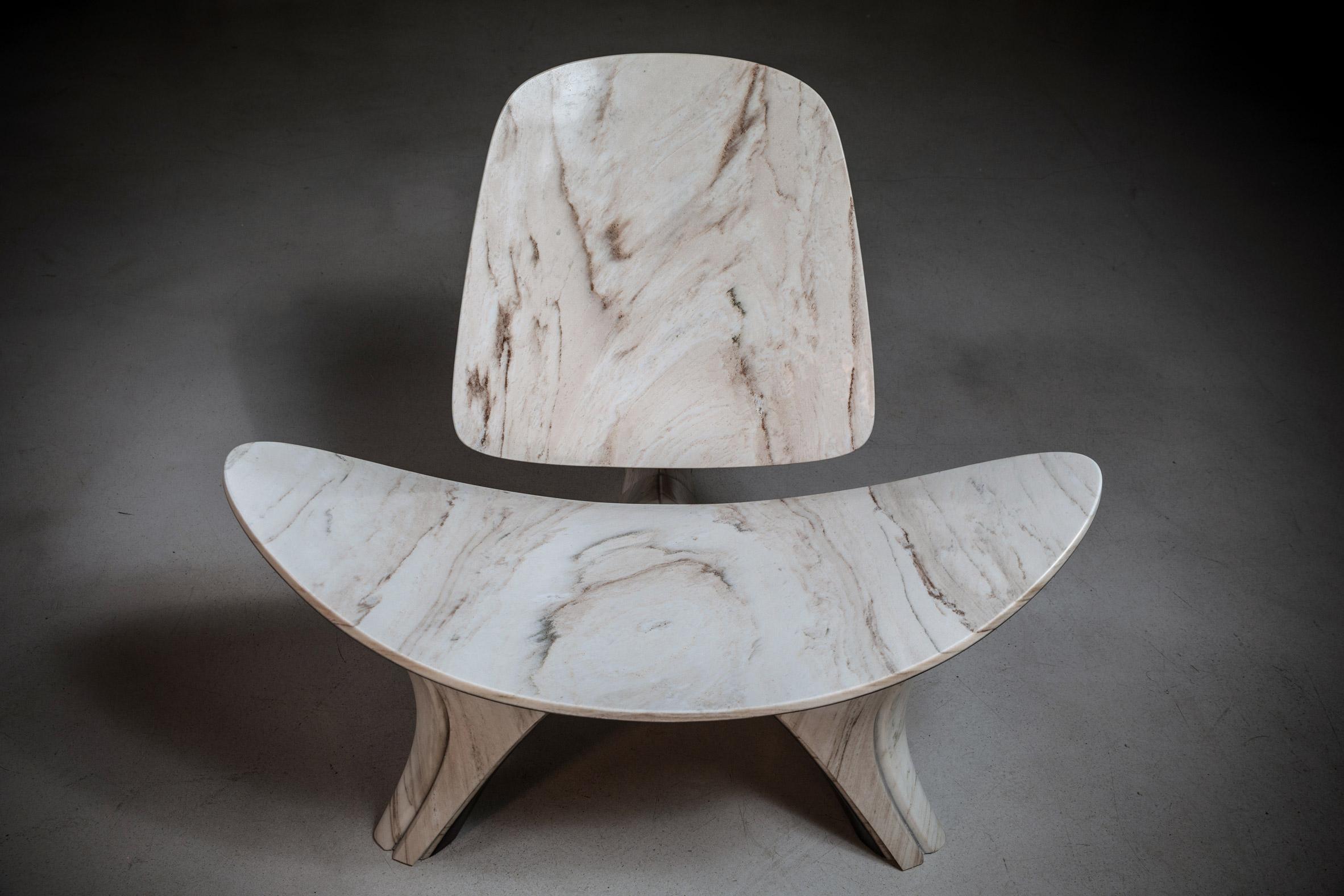 Escritório Zaha Hadid recria cadeira de Hans J Wegner em mármore